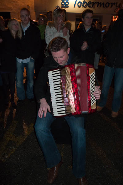 accordionist-in-tobermory1
